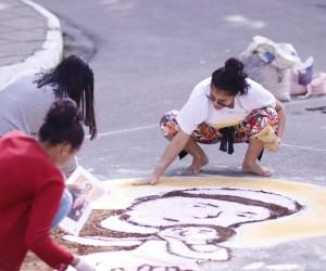 Confecção do tradicional tapete de Corpus Christi