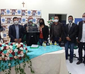 Padre Adam Folta recebe título de Cidadão Panelense